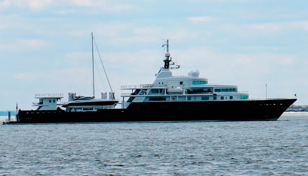Red see! Billionaire's yacht with ties to Vladimir Putin ...